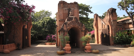 Bagan Tharabar Gate Replica
